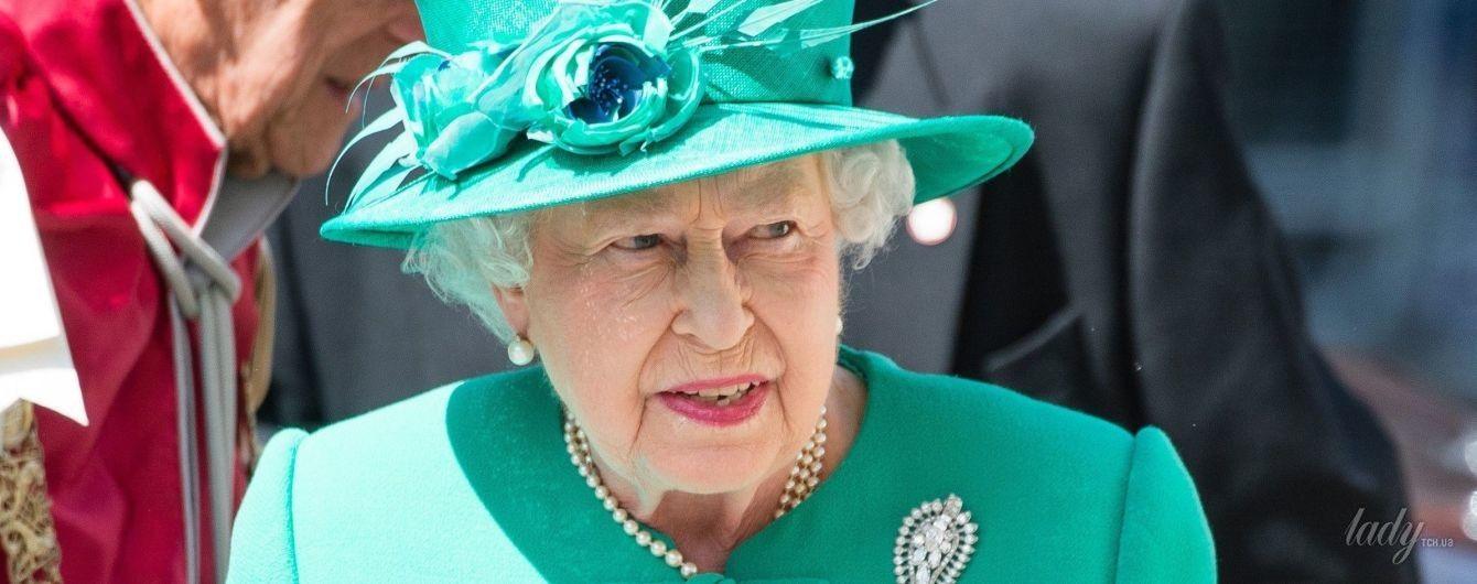 В оттенках зеленого: яркие выходы 91-летней королевы Елизаветы II