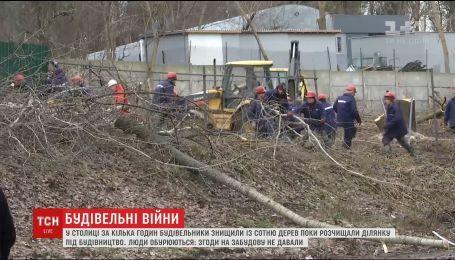 За несколько часов в Киеве строители уничтожили триста деревьев местного сквера