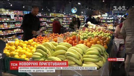 ТСН проінспектувала, як у найбільших містах України готуються до новорічних свят