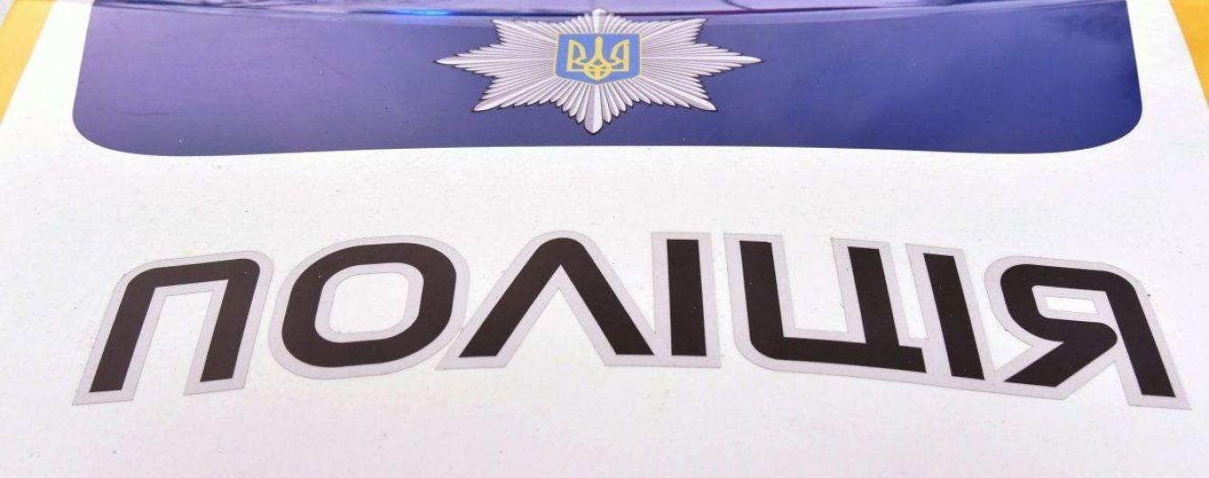 На Львівщині поліція виявила тіло чоловіка у автомобілі