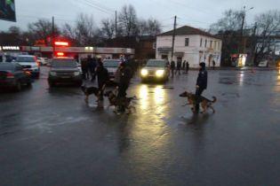 В захваченном отделении почты в Харькове находится 9 человек, есть дети