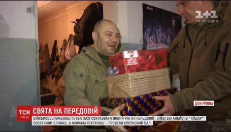 Бал и особая елка: бойцы на передовой готовятся к новогодним праздникам