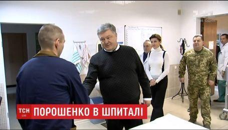 Петр Порошенко посетил освобожденных украинских бойцов
