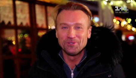 Олег Винник впервые на коньках: в рождественском Берлине певец показал свои любимые места