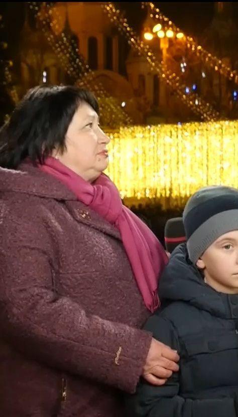 Мама Героя України Євгенія Лоскота та його син Тарас привітали Україну з прийдешніми святами