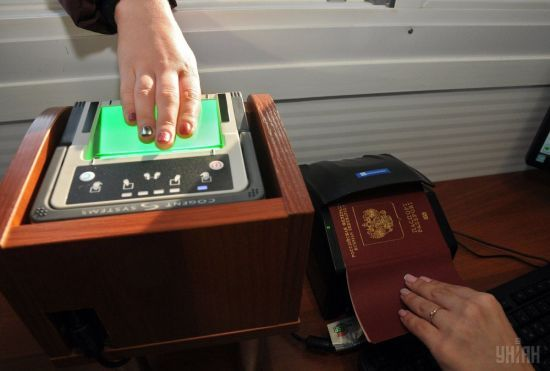 """""""Миротворець"""" отримав дані понад 300 мешканців ОРДЛО, яким дали російські паспорти"""