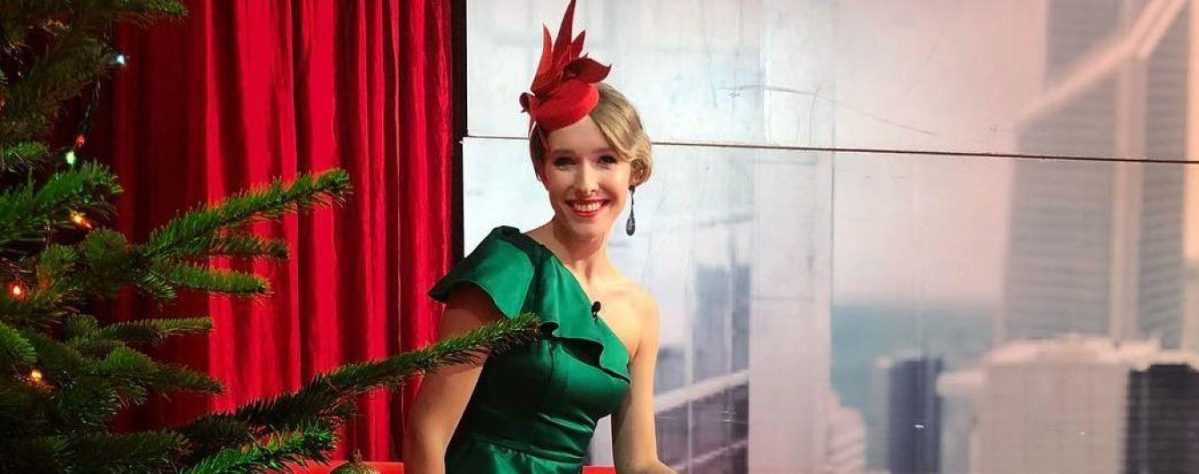 Катя Осадчая показала новогодний бумеранг с Тиной Кароль в откровенном наряде