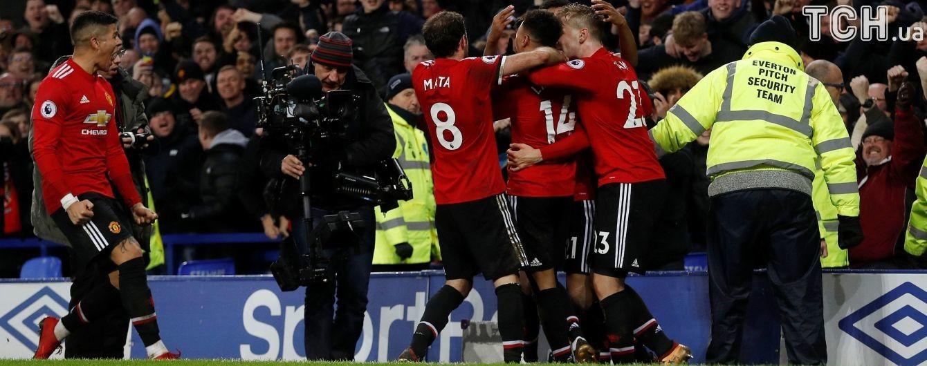 """""""Манчестер Юнайтед"""" с рекордом обыграл """"Эвертон"""" и вышел на второе место в чемпионате"""
