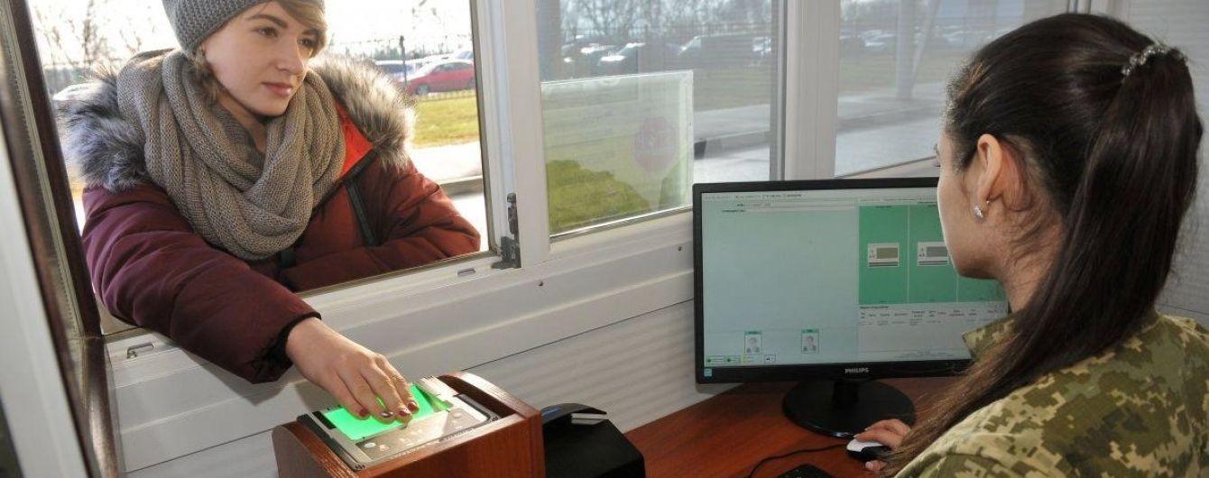 Перші дві тисячі росіян уже здали відбитки пальців під час перетину кордону України