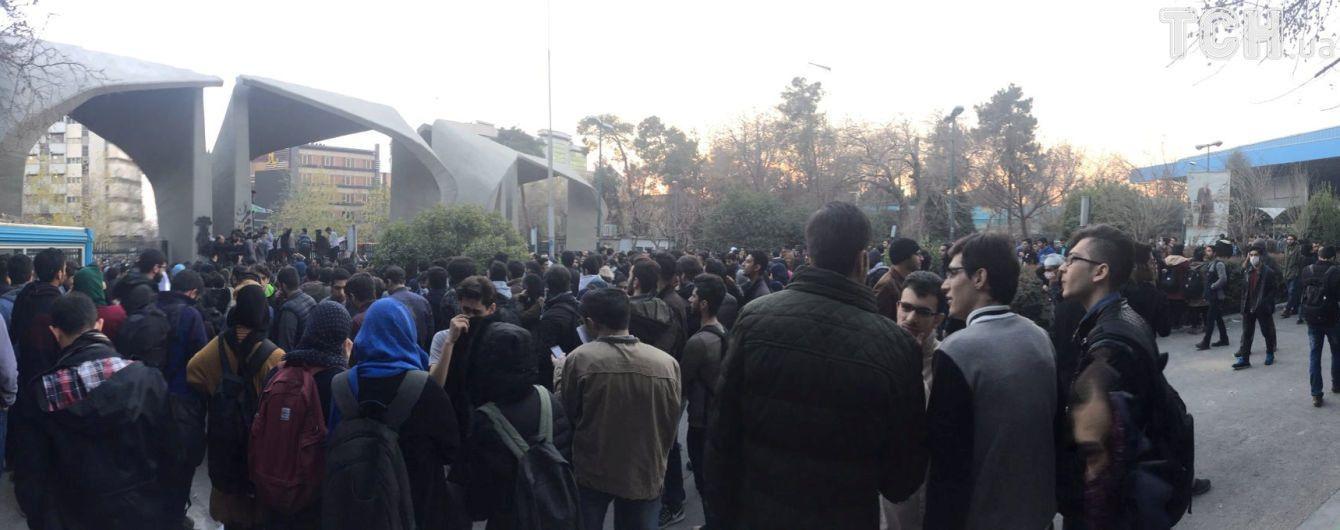 Верховный лидер Ирана выступил с официальным заявлением по поводу кровавых протестов в стране