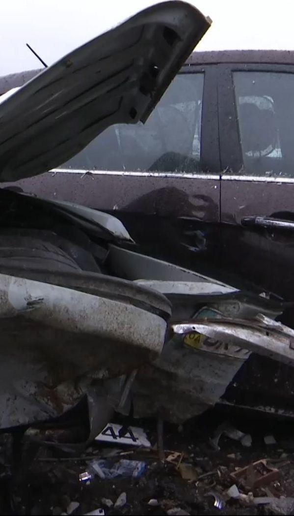 Автотроща в Ровно - 26 разбитых машин и двое пострадавших