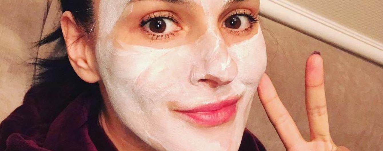 Готовится к отпуску: Маша Ефросинина сделала селфи в маске для лица