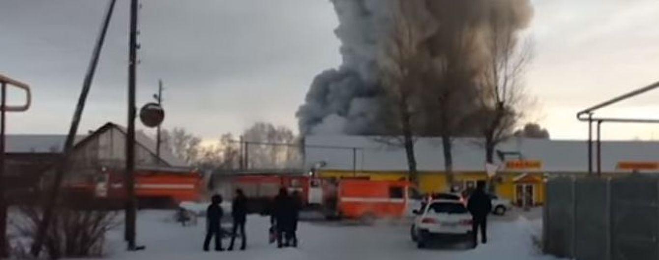 У жахливій пожежі на фабриці під Новосибірськом загинуло десятеро людей, серед яких іноземці