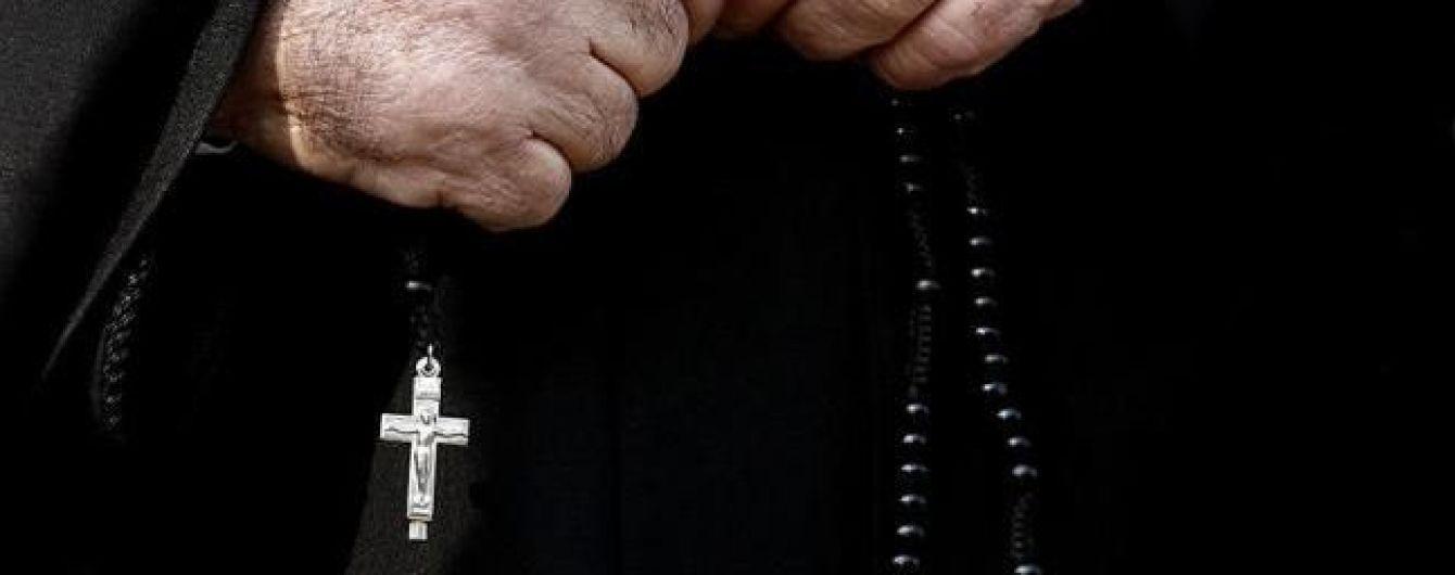 Священик Києво-Печерської лаври намагався перевезти до Росіїмайже 1,5 мільйона гривень