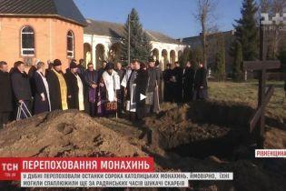 На Рівненщині об'єдналися православні з римо-католицькими священиками, щоб перепоховати останки монахинь
