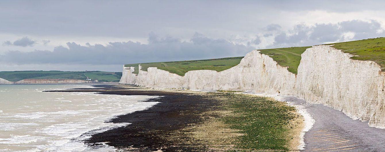 Стихия с женским именем: мощный шторм Элеонора уничтожил часть известных британских скал