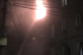 В Ровно ночью горела пятиэтажка: детей выносили на руках, а жителей снимали с окон