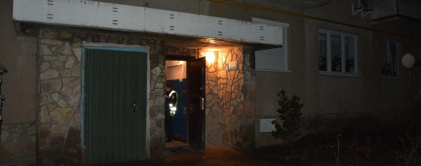 В Мукачево ночью в подъезде дома зарезали мужчину