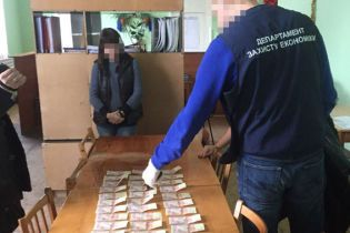Сесія за 50 тисяч. На Луганщині заступницю декана спіймали на отриманні хабара від студентів