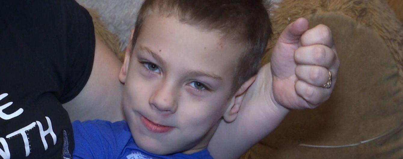 Помогите 8-летнему Владику начать самостоятельно ходить