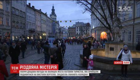 У Львові після ранкової молитви влаштували гучні різдвяні гуляння