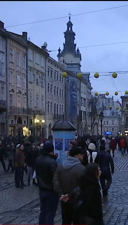Во Львове после утренней молитвы устроили шумные рождественские гуляния