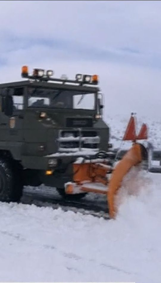 Снежная ловушка: тысячи людей более суток провели в авто, заблокированных на автострадах Испании