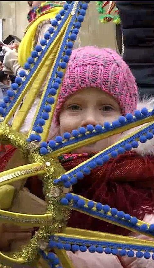 Коляда-флешмоб и хороводы: украинцы продолжают празднование Рождества и Нового года