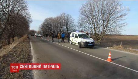 Поліція посилила патрулювання автошляхів