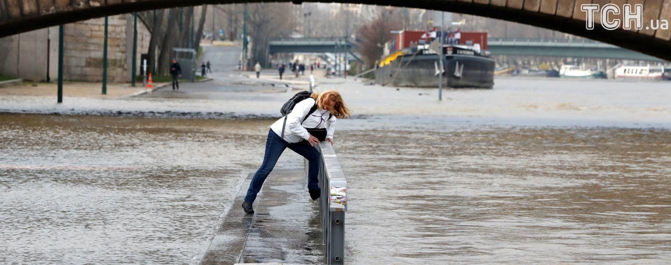 Парижу загрожують наймасштабніші паводки за 30 років