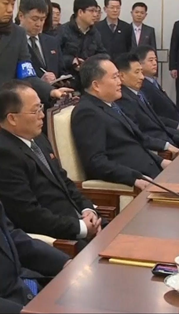 Представители Северной и Южной Кореи начали официальную встречу в демилитаризованной зоне