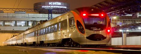 """Поезд """"Интерсити"""" в Киевской области насмерть сбил человека – СМИ"""