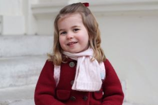 В Сети появились трогательные фото подросшей принцессы Шарлотты, сделанные Кейт Миддлтон