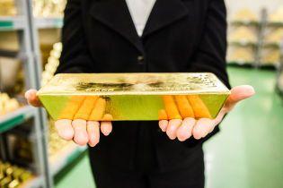 Вспышка коронавируса ударила по ценам на золото