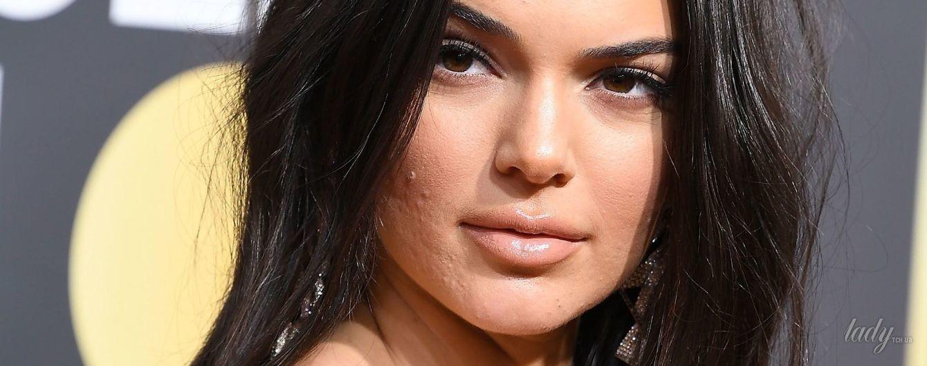 Не идеальна: хейтеры раскритиковали Кендалл Дженнер за слишком плотный макияж и прыщи на лице