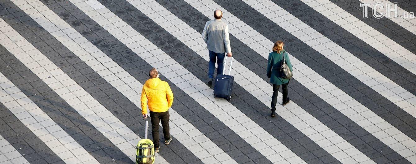 Українці ще два-три роки активно виїжджатимуть на заробітки за кордон - НБУ