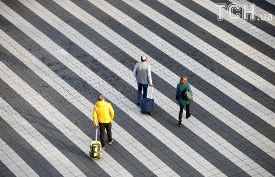 Нас уже 42 мільйони. Скільки українців та куди виїжджають за кордон у пошуках кращого життя