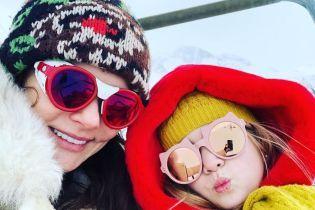 """Швейцарские каникулы: звезда фильма """"DZIDZIO Контрабас"""" Лавренюк показала, как отдохнула с дочками"""