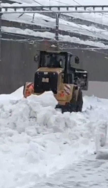 Закриті дороги і заблоковані туристи: у Швейцарії повідомляють про загрозу сходження лавин