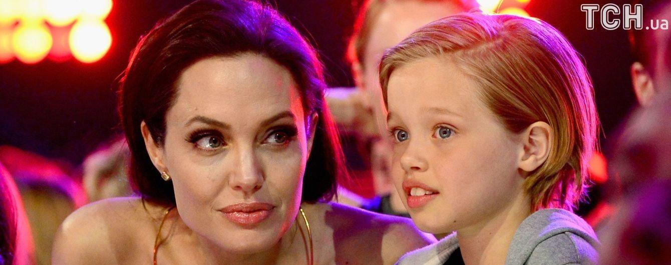 Дочь Джоли и Питта серьезно повредила руку во время отдыха