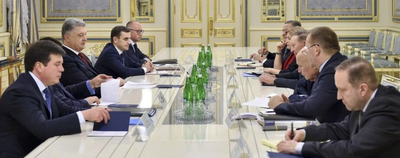 Порошенко зустрівся з Кучмою та іншими представниками України в Тристоронній контактній групі