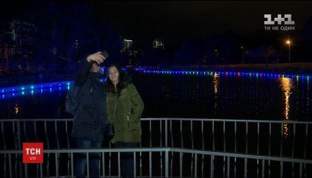 В Одессе создали иллюминацию в пруду дендропарка