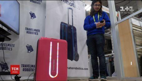 Американська компанія представила валізу, яка самостійно їздить за власником