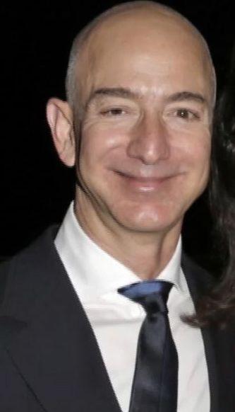 Самым богатым человеком в истории человечества стал основатель Amazon
