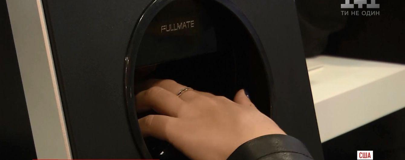 Робот-маникюрщик и унитаз с динамиками: изобретатели удивили Лас-Вегас технологиями будущего