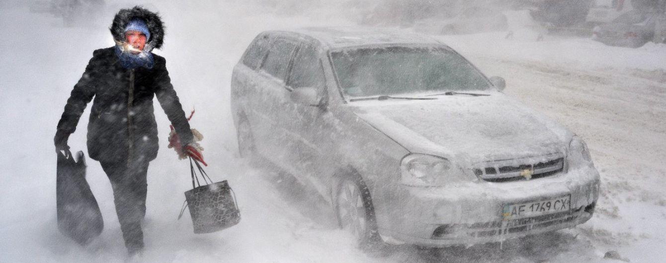 Штормове попередження. Синоптики розповіли, як і коли Україну знову засипатиме снігом