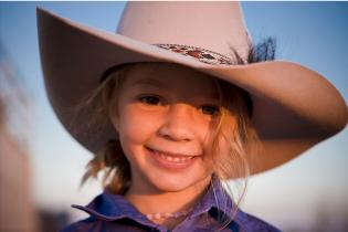 В Австралии из-за травли интернет-троллей 14-летняя модель наложила на себя руки