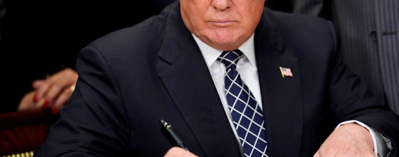 """Адміністрація Трампа """"востаннє"""" притримала санкції проти Ірану"""