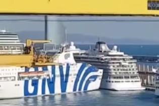 У порту Барселони пором врізався в круїзний лайнер