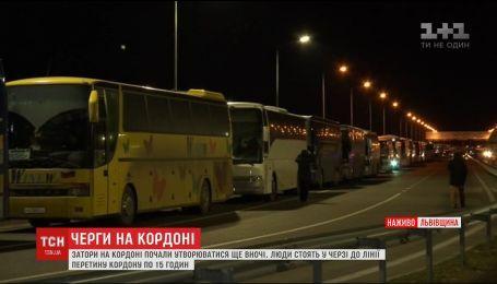 Рейсовые автобусы по 15 часов стоят на украинско-польской границе из-за новых правил оформления пассажиров